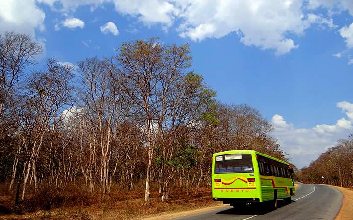 Ônibus em percurso