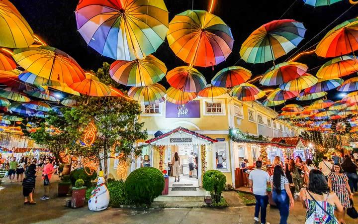 Penedo RJ - Sombrinhas coloridas - Lugares Românticos no Brasil
