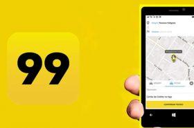 Pessoa segurando celular com app 99 táxi