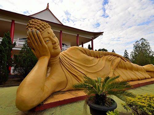 Estátua em um Templo Budista PR
