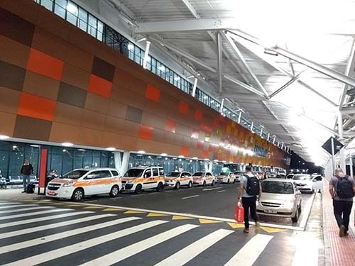 Areá para carros no Aeroporto de Vitória ES