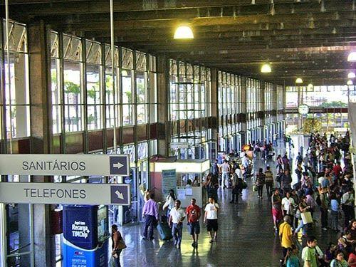 Pessoas na Rodoviária de Belo Horizonte MG