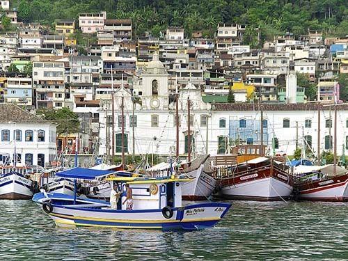 Barcos em Angra dos Reis RJ